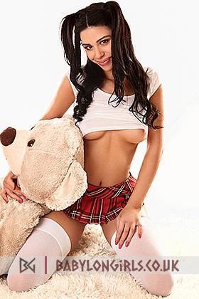 5ft 4, 34C, romantic brunette Dyana