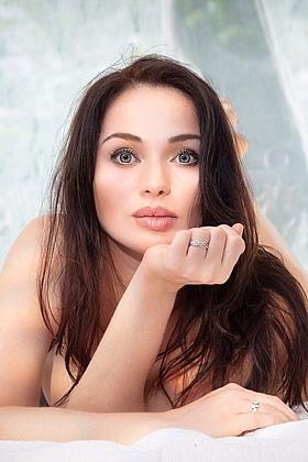 24 yrs Damiana sexy brunette, 34B