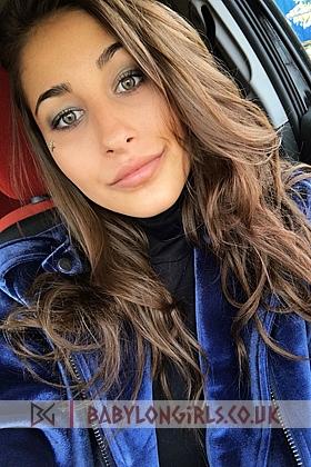 Seductive Gracia brunette 5ft 5, 32C