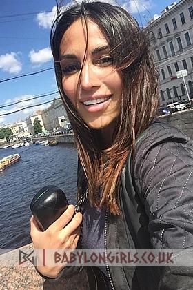 Captivating Gayanna brunette 5ft 7, 34D (Natural)