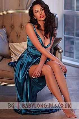 5ft 8, 34C, sexy brunette Mantia