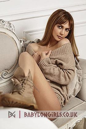 5ft 8, 34B, caring brunette Dorote