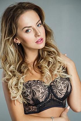 Karamel captivating blonde, 34C