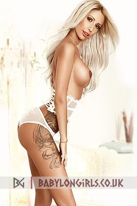Seductive blonde Ranya