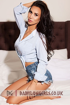 24 yrs Aines attractive brunette, 34D