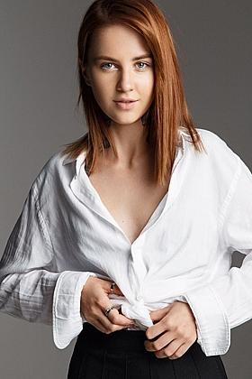 5ft 8, 32A, sexy brunette Elisha