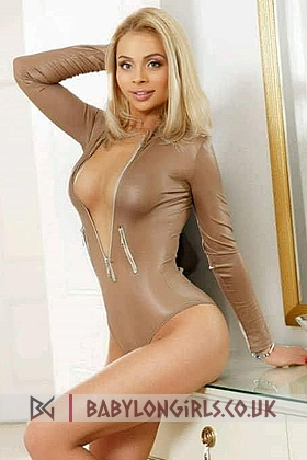 Sexy Georgiana blonde 5ft 4, 34C