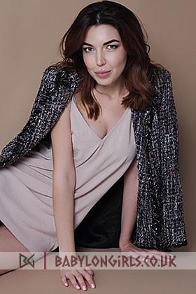 Dia, 34B, irresistible brunette 24 yrs