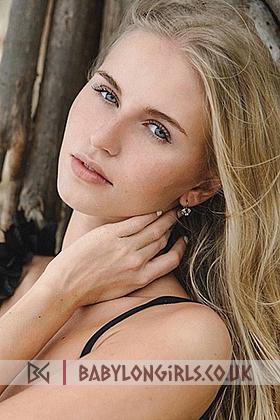 Captivating blonde Sasha