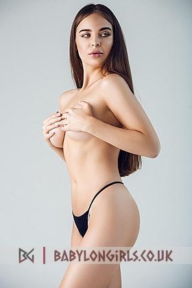5ft 7, 34C, sexy brunette Annora