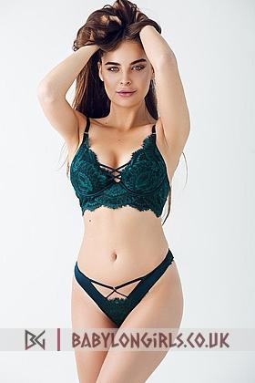 Beautiful Annora brunette 5ft 7, 34C