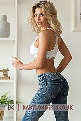 Audrey captivating blonde, 34D (Natural)