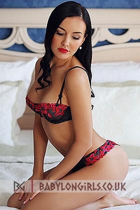 5ft 5, 34D, alluring brunette Lexi