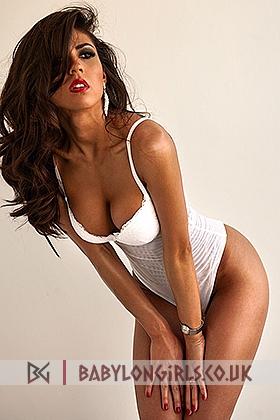 Ellada sexy brunette, 34C