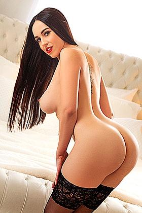 Jacqui irresistible brunette, 32D