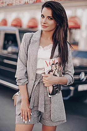 25 yrs Ava beautiful brunette, 34B