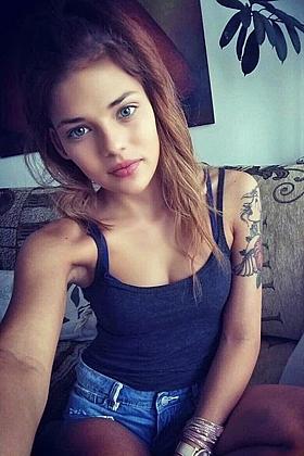 Rebecca seductive brunette, 32B