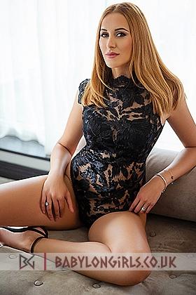 23 yrs Suzy  sensual blonde, 34B