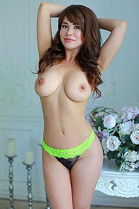 Goodwill Thalia brunette 5ft 4, 34D
