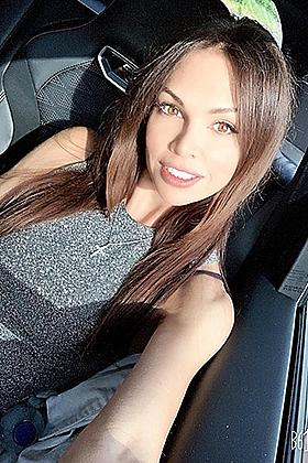 Astonishing brunette Aliandra