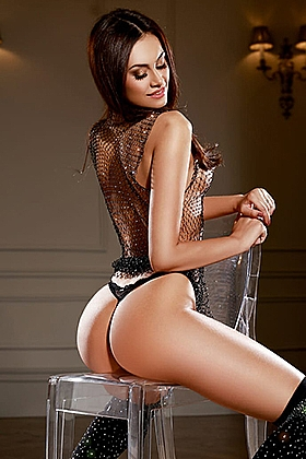 5ft 8, 32C, glorious brunette Maria