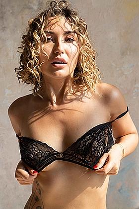 Lera , 34B, admirable brunette 25 yrs