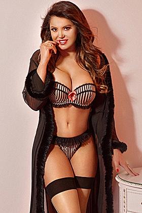 Shelah, 36D, charming brunette 28 yrs