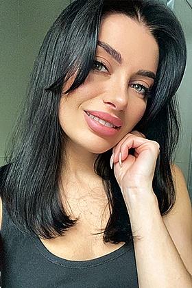 5ft 4, 34B, sensual brunette Clemence