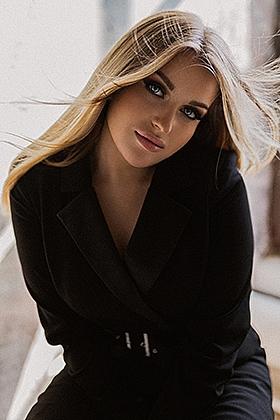 Ashe, 34C, kissable blonde 21 yrs