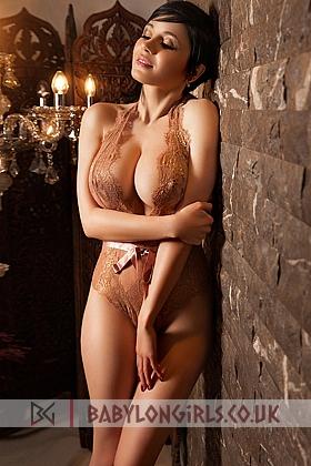 Nicole gorgeous brunette, 34D
