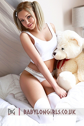 Amelia, 34C, seductive blonde 20 yrs