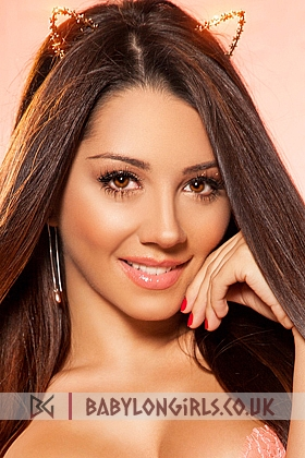 Michelle, 34E (Natural), seductive brunette 20 yrs