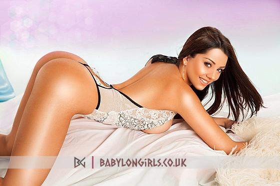 5ft 5, 34E (Natural), seductive brunette Michelle