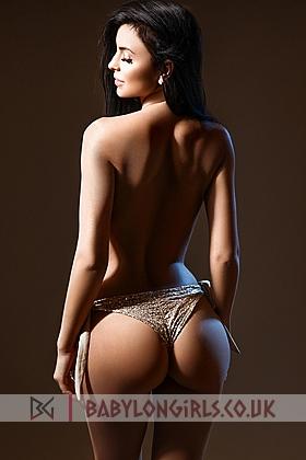 5ft 7, 34B, beautiful brunette Nur