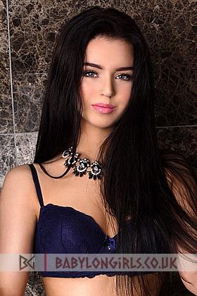 5ft 9, 34C, beautiful brunette Addi