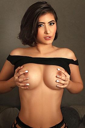 Isabel, 36D, attractive brunette 19 yrs