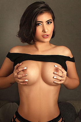 Isabel alluring brunette, 36D