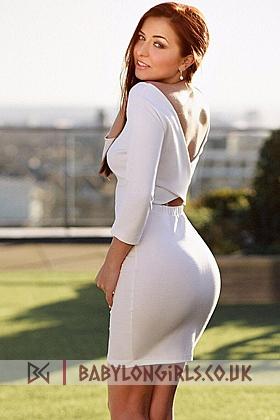 Esme captivating brunette, 34C