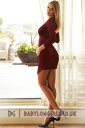 5ft 6, 32B, beautiful blonde Evette