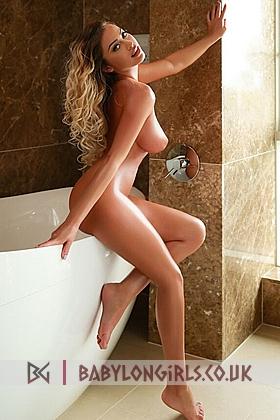 5ft 4, 34D, sexy blonde Aguna