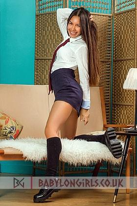 5ft 7, 34B, gorgeous brunette Alaina
