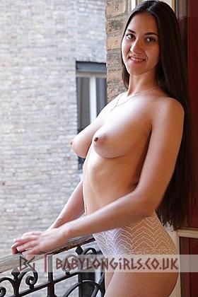 Attractive Diva brunette 5ft 8, 34B