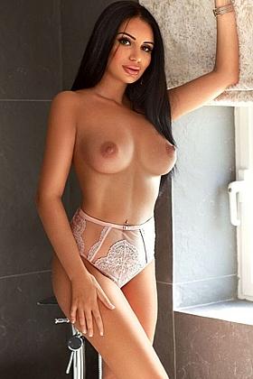 Shelly captivating brunette, 34C