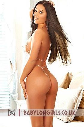 5ft 3, 36C, gorgeous brunette Skylar