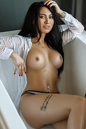 Mira captivating brunette, 32C