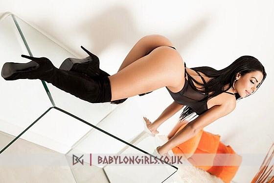 Sexy Kim brunette 5ft 6, 34C