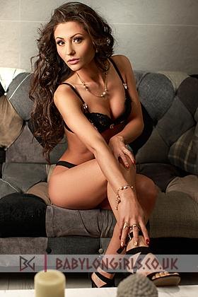 Ayra captivating brunette, 34B