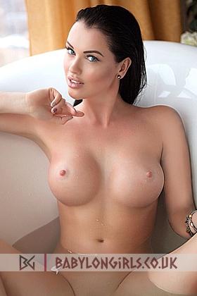 Azalia sexy brunette, 34D (Natural)