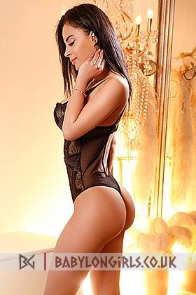 Alee flirtatious brunette, 34DD