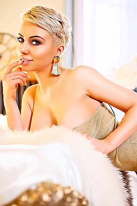 Nicky alluring blonde, 34DD